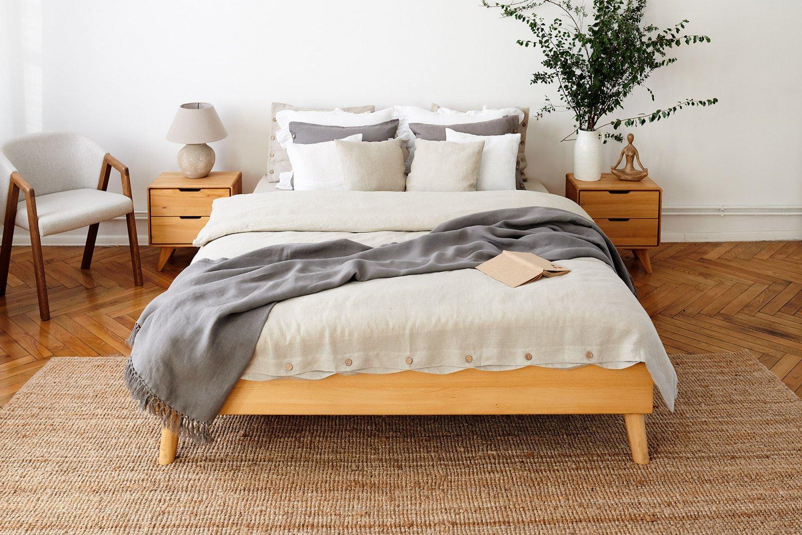 Rama łóżka GREG z litego drewna