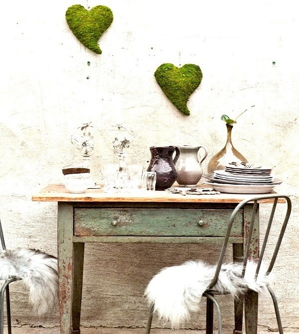 Moss-hearts-on-wall-6711