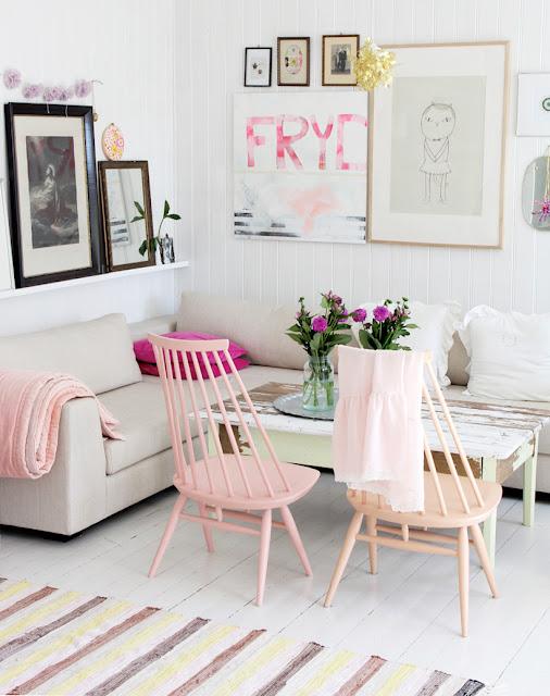 Pastelowy salon w skandynawskim stylu