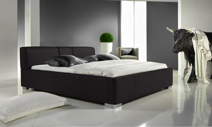 Czarne łóżko skórzane