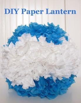 Lampa wykonana z niebieskiego i białego materiału