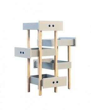 Geometryczny stolik złożony z szuflad