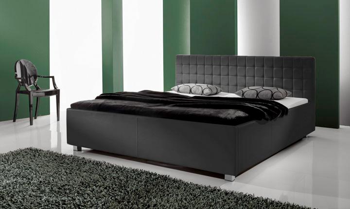 Czarne łóżko z ekoskóry