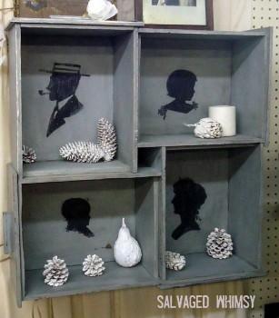 Kolaż szuflad z artystycznymi dodatkami we wnętrzu