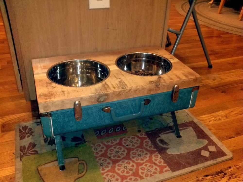 Raised-bowls-from-suitcase
