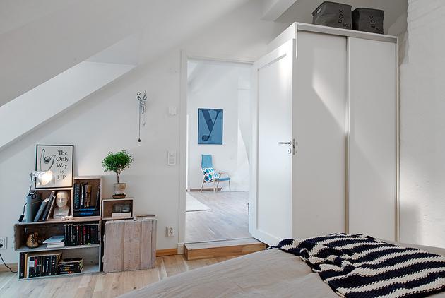 Jasna sypialnia w skandynawskim stylu