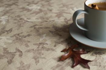 Witamy jesień! Rewelacyjny jesienny obrus DIY we wzory liści!