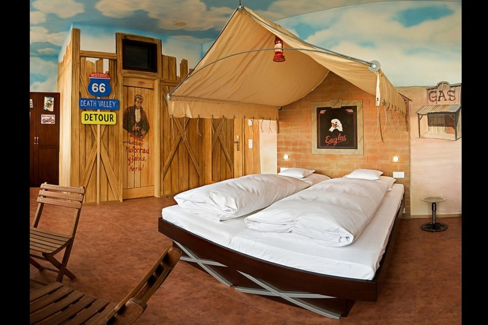 bedroom-themes-cowboy-in-v8-hotel