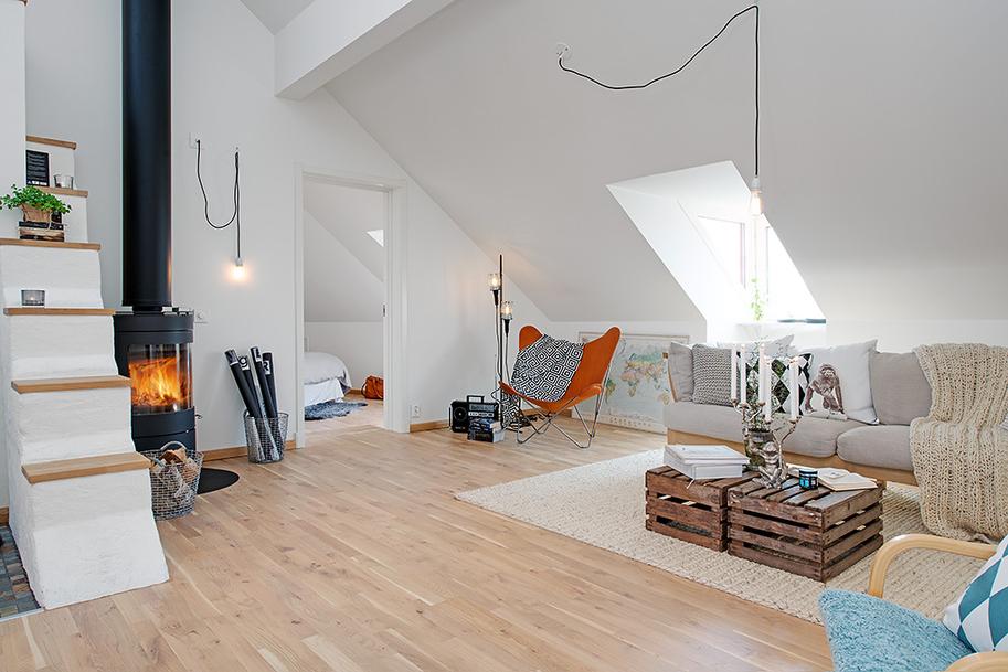 Minimalistyczny salon w skandynawskim stylu, z kozą zamiast kominka