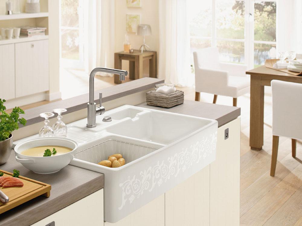 Zlew ceramiczny w kolorze białym, w kuchni o stylu skandynawskim