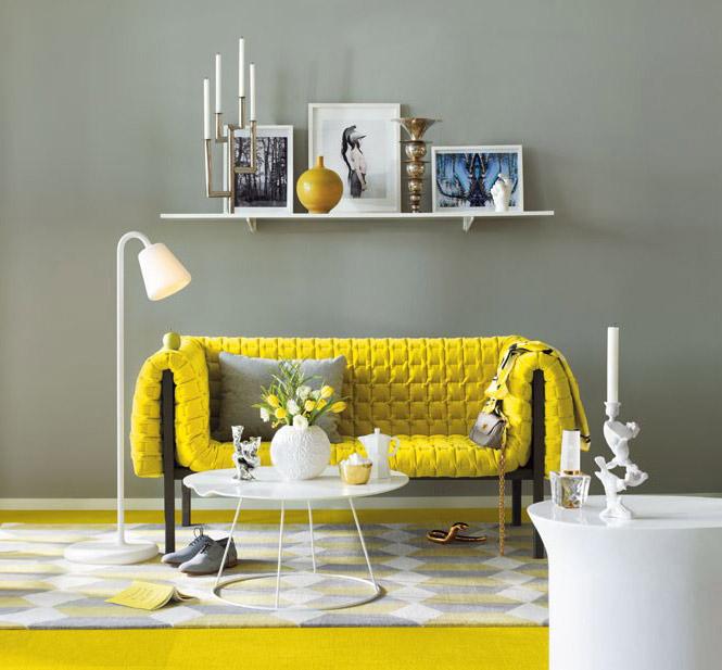 Nowoczesna kanapa w kolorze żółtym z białymi i szarymi dodatkami