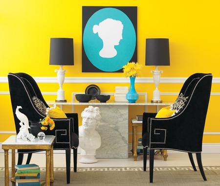 Tradycyjne wzornictwo przedstawione w nowoczesnej formie - żółte ściany i turkusowe dodatki