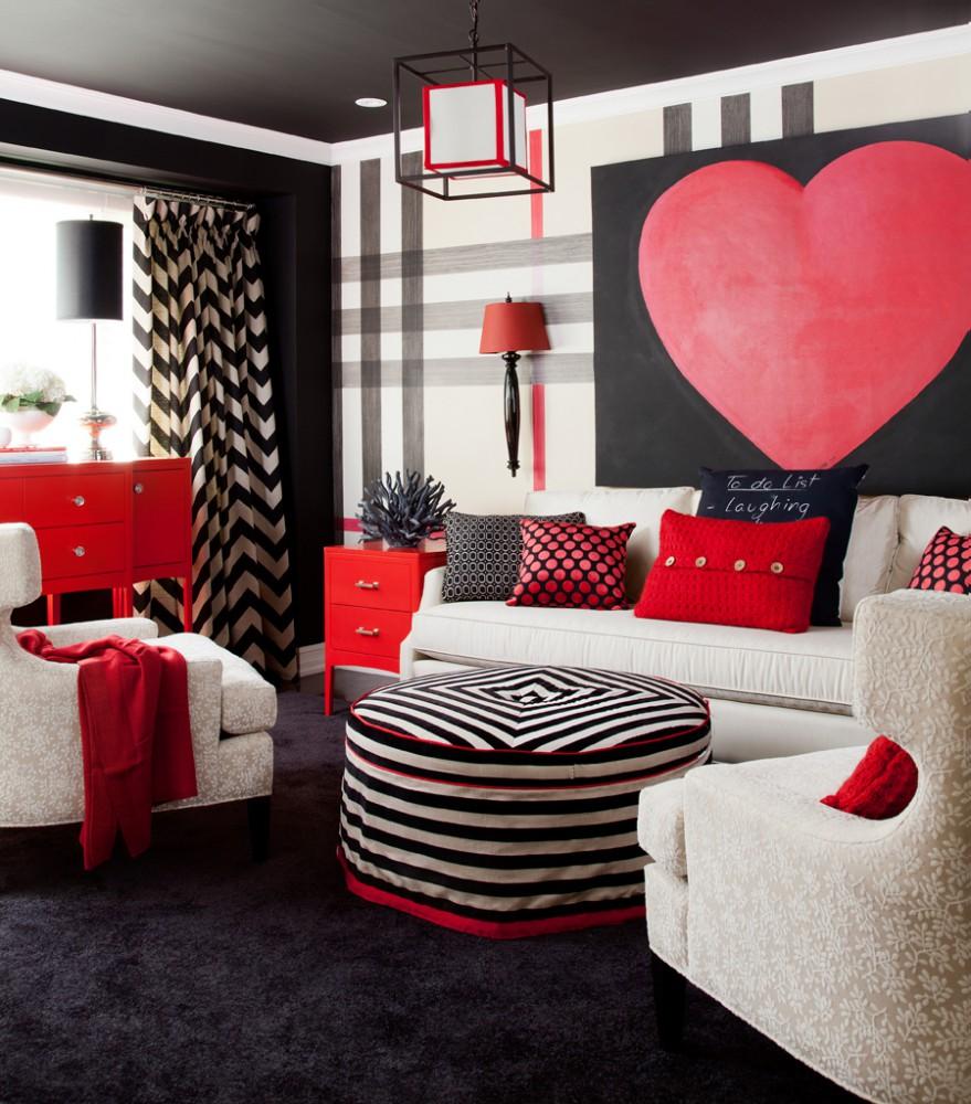 Stylowy salon ze ścianą w dużą kratę w kolorach beżu, szarości, czerni i czerwieni