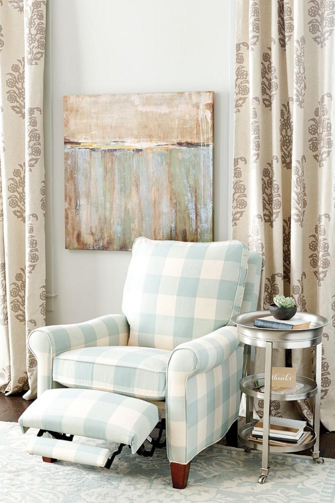 Rozkładany fotel z dużą kratę niebiesko-białą