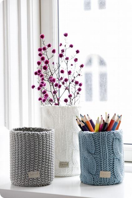 Ręcznie robione dekoracje na kubki i wazony