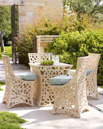 Ażurowe krzesła i stół ogrodowy