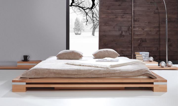 Zdjęcie drewnianego łóżka we wschodnim stylu