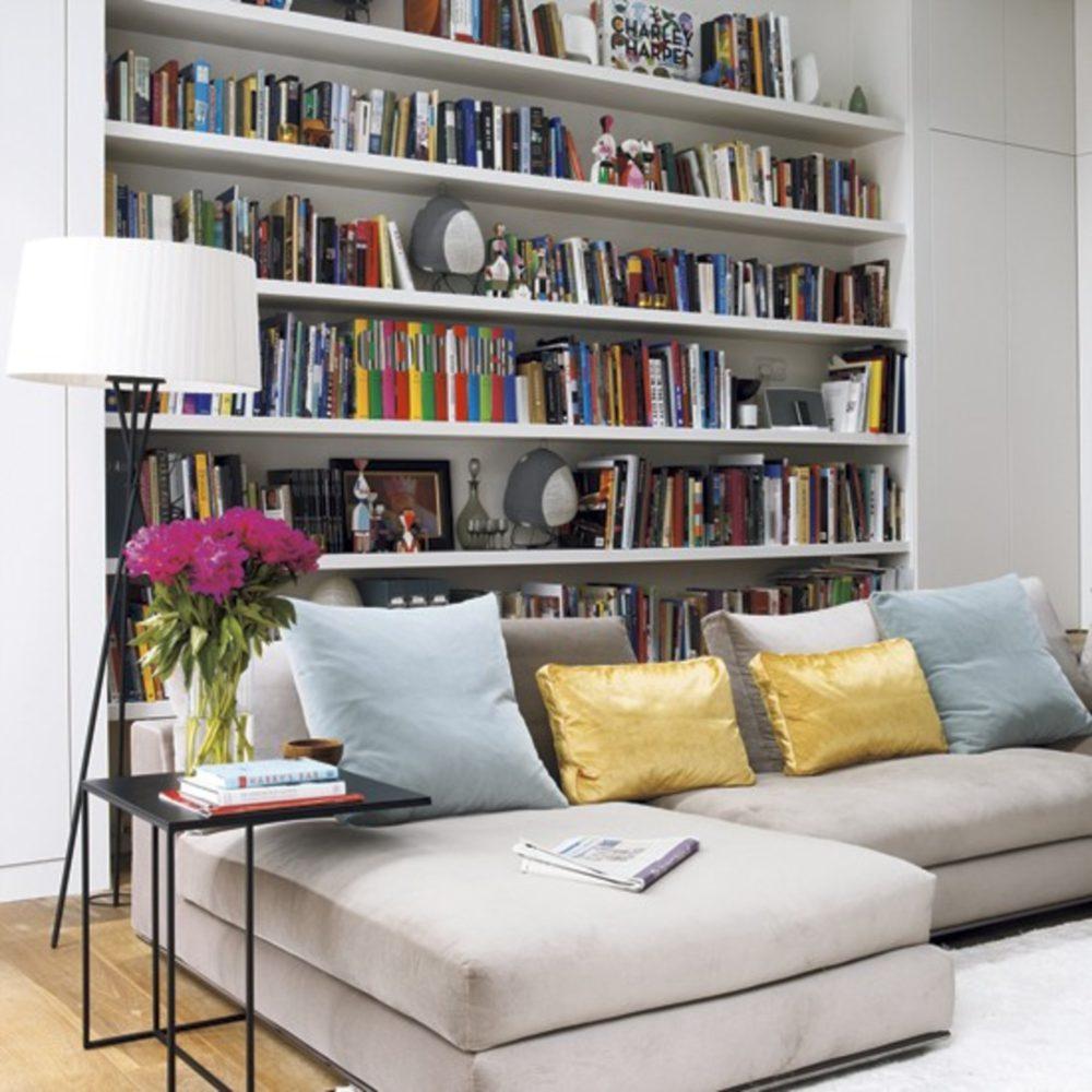 Przechowywanie w salonie – jak funkcjonalnie zaaranżować przestrzeń?