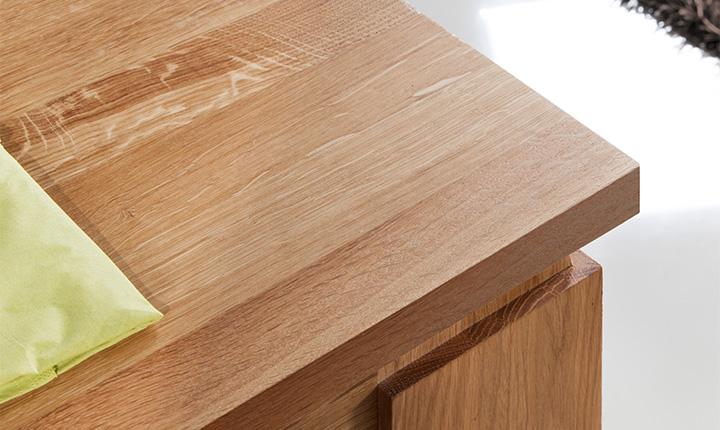 Drewniany zadbany stół