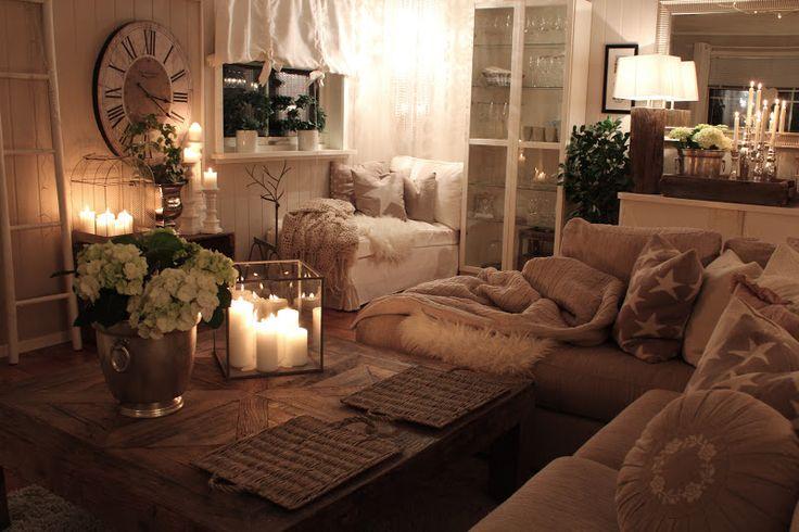 Salon w minimalistycznym stylu ocieplony światłem świec