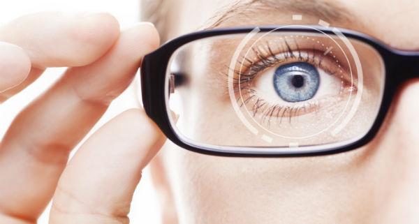 Oko za okularami