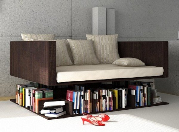Sofa ze schowkiem na książki