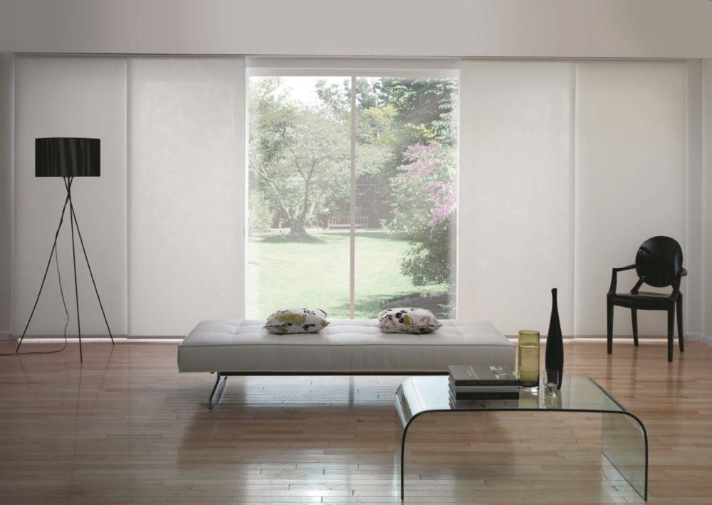 Zasłony panelowe w salonie