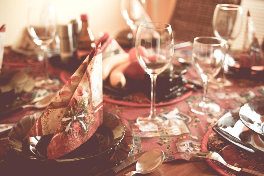 10 szybkich sposobów na dekorację stołu wigilijnego