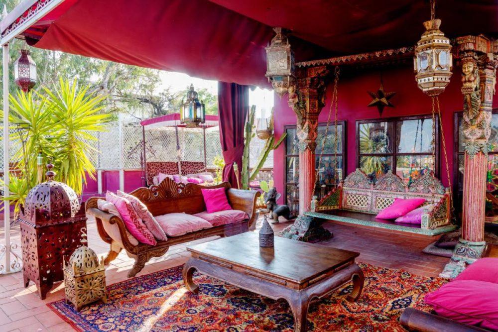 Jakie meble, dodatki i kolory sprawdzą się w mieszkaniu o orientalnym stylu?