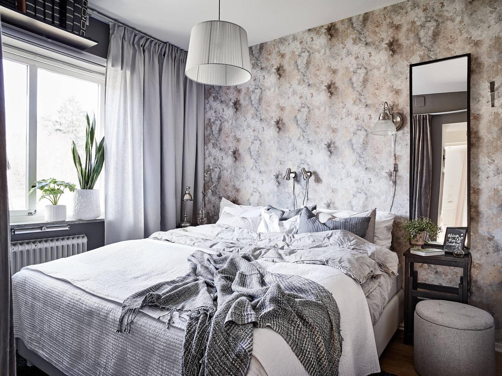 Sypialnia w szarościach z ciężkimi zasłonami