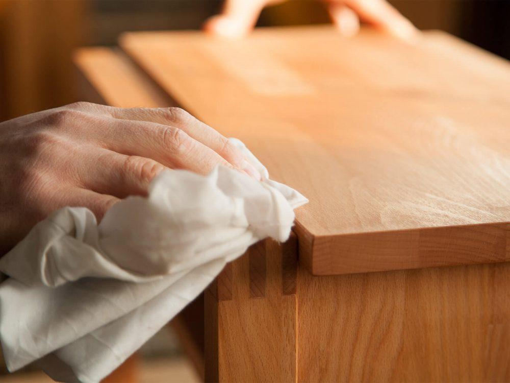 Sposoby na pielęgnację drewna: postaw na naturalność.