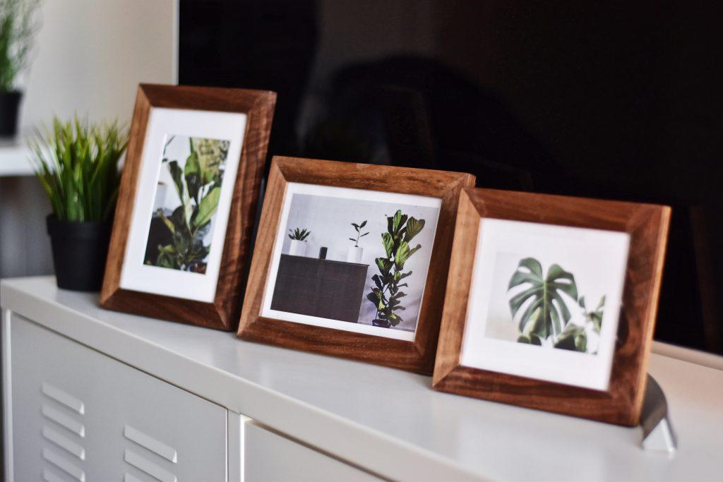 Drewniana rama może otaczać lustro, obraz, zdjęcia lub stylowe grafiki