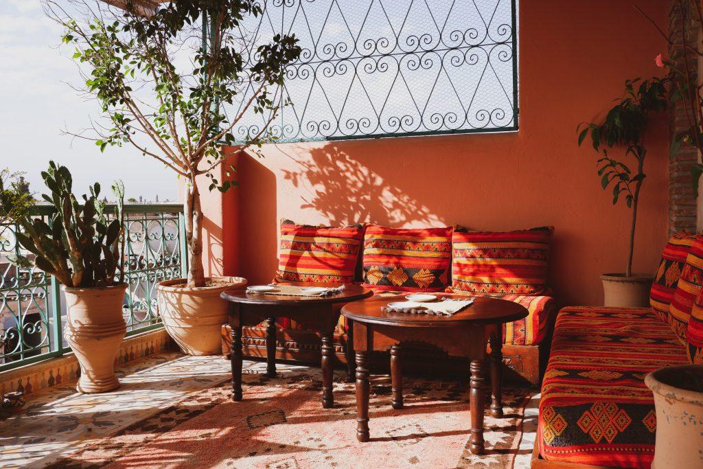 Mieszkanie w stylu boho afrykański balkon