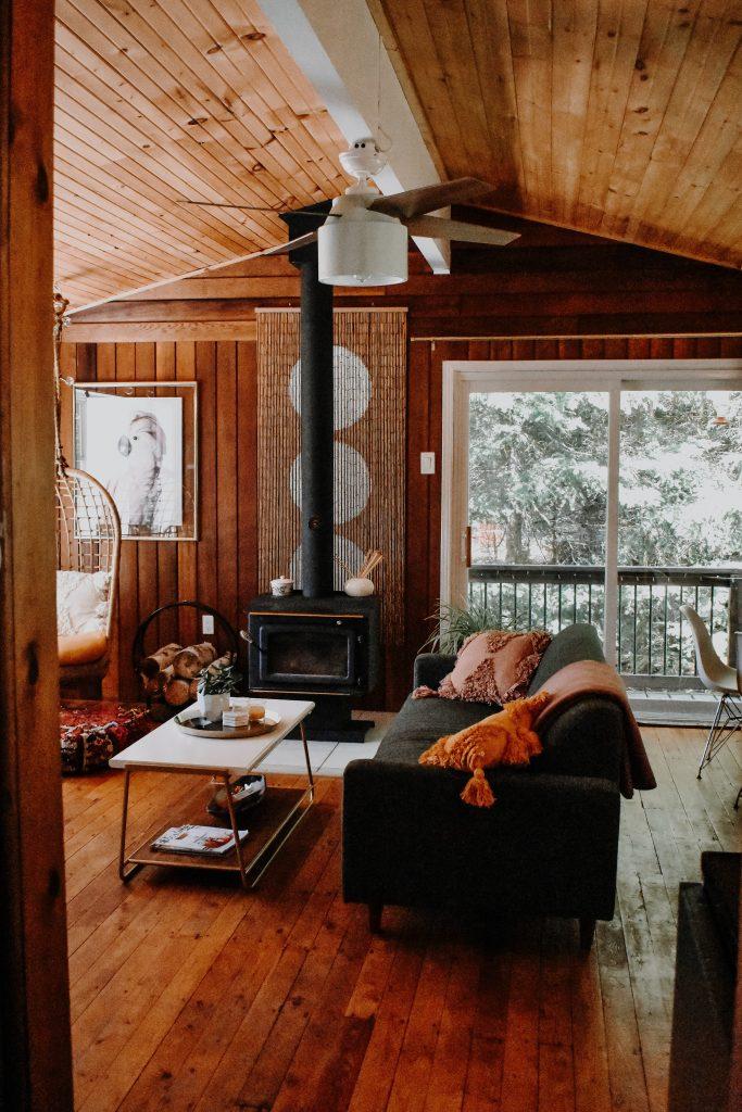 Aranżacja salonu w drewnie