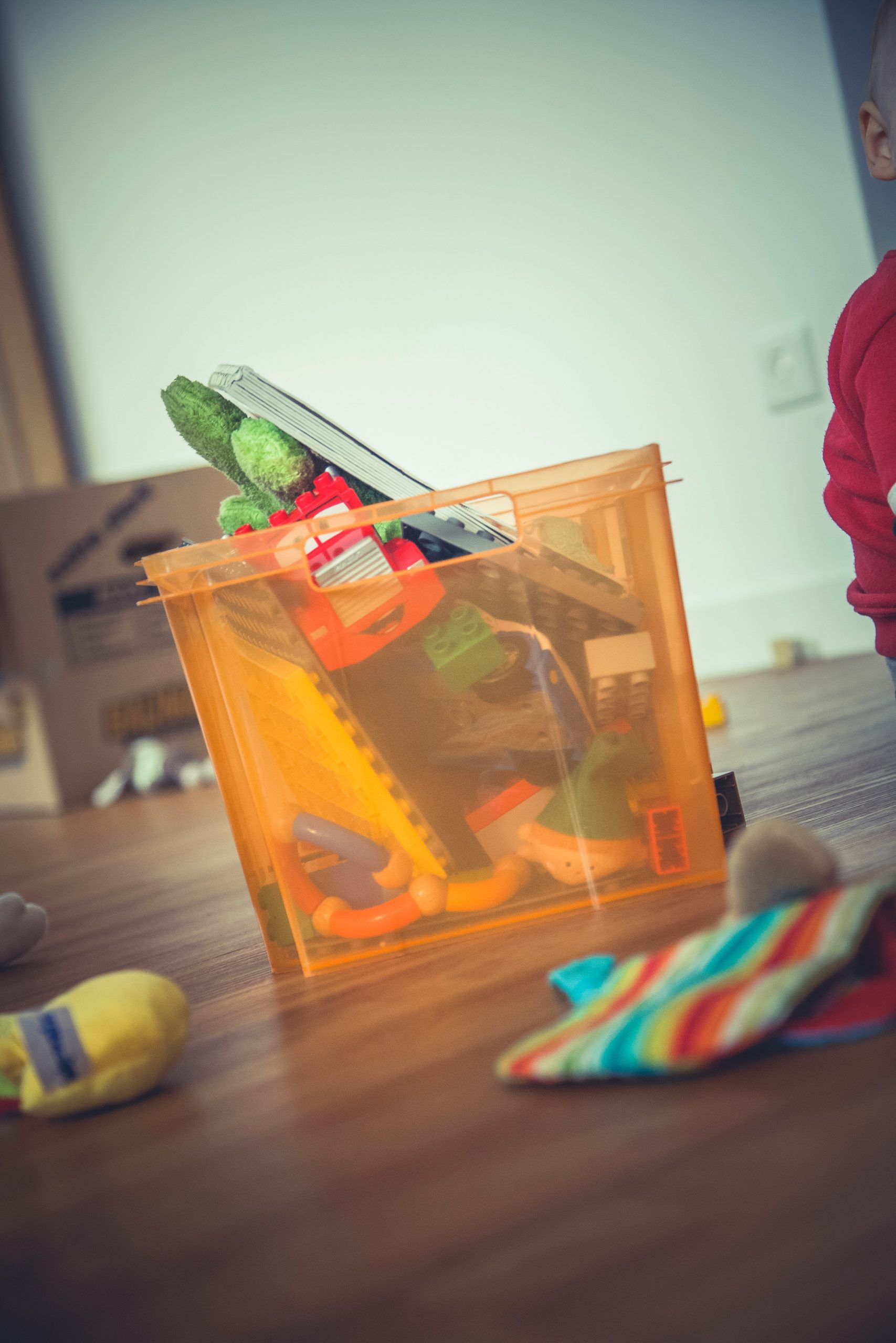 Plastikowe pudło na zabawki