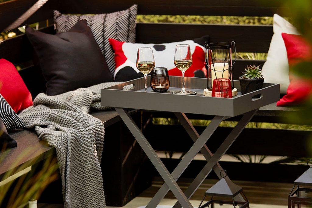 drewniany stolik na taras