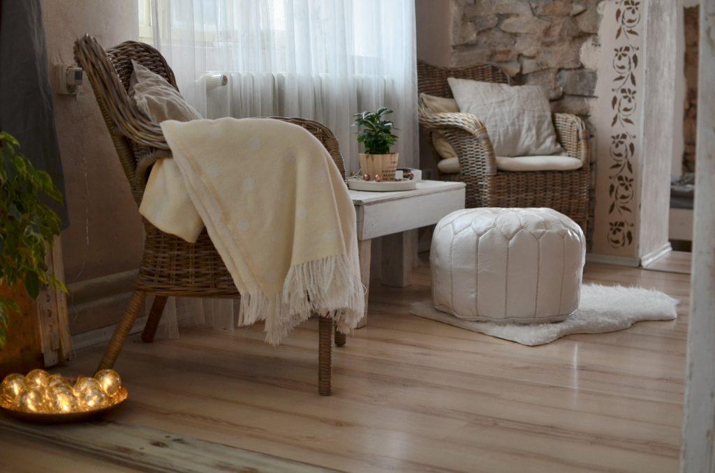 Drewniana podłoga - aranżacja salonu