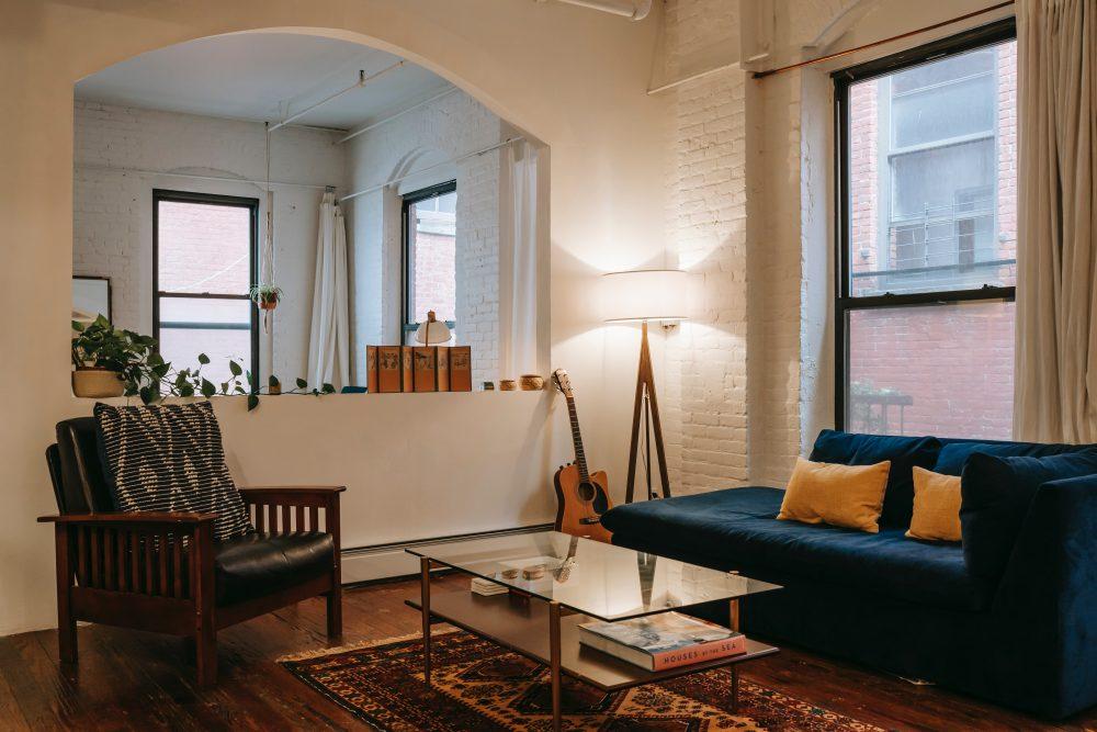 Kącik wypoczynkowy w salonie — jak urządzić i umeblować przytulne, funkcjonalne i estetyczne miejsce wypoczynku
