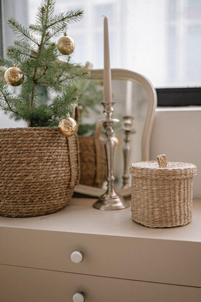 Pojemniki wiklinowe - pomysł na przechowywanie i dekorację