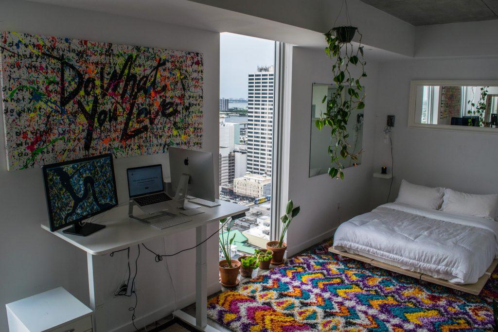 Pokój nastolatka / nastolatki - biurko i łóżko