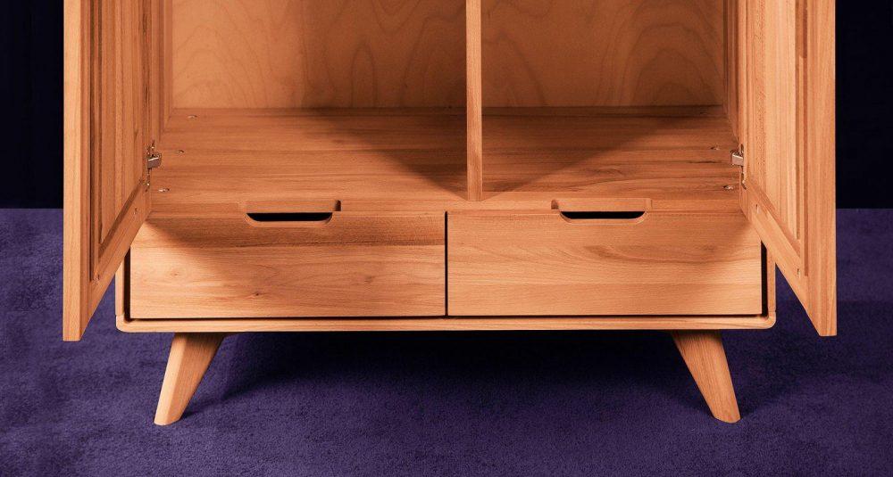 Garderoba lub szafa w sypialni - pomysły na wygodne i estetyczne przechowywanie odzieży