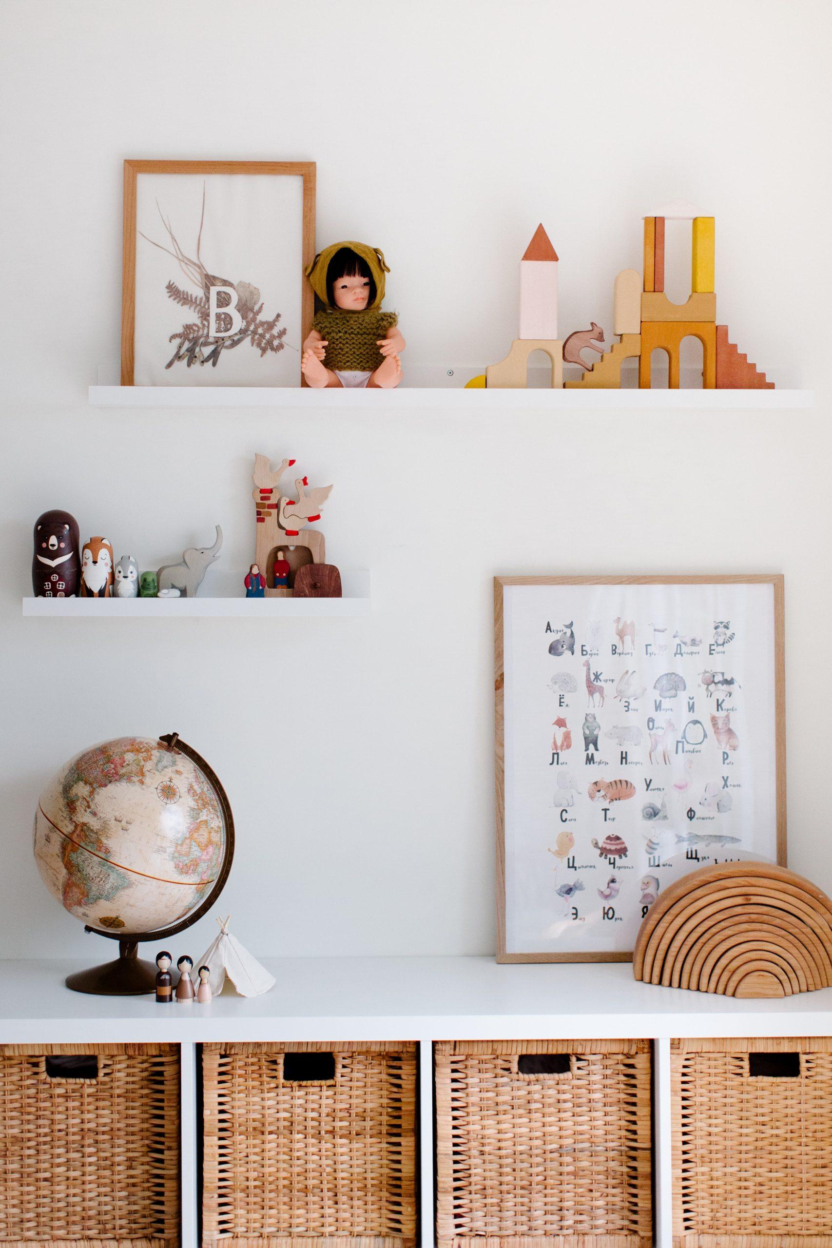 Zabawki drewniane w pokoju dziecięcym