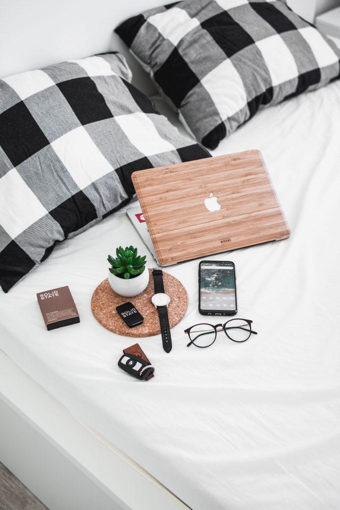 Drewniana obudowa na laptopa