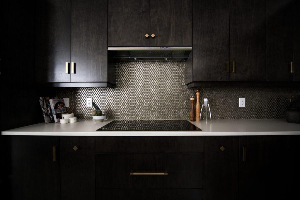 czarne szafki kuchenne
