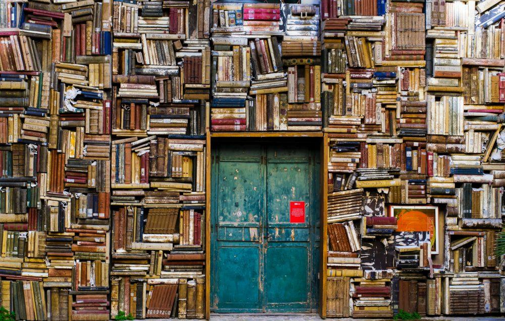 Półki na książki, regały, kredensy… czyli jak stworzyć domową biblioteczkę