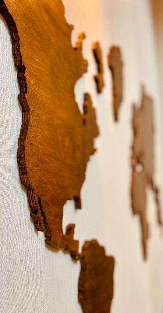 Prezenty z drewna - ścienna mapa świata