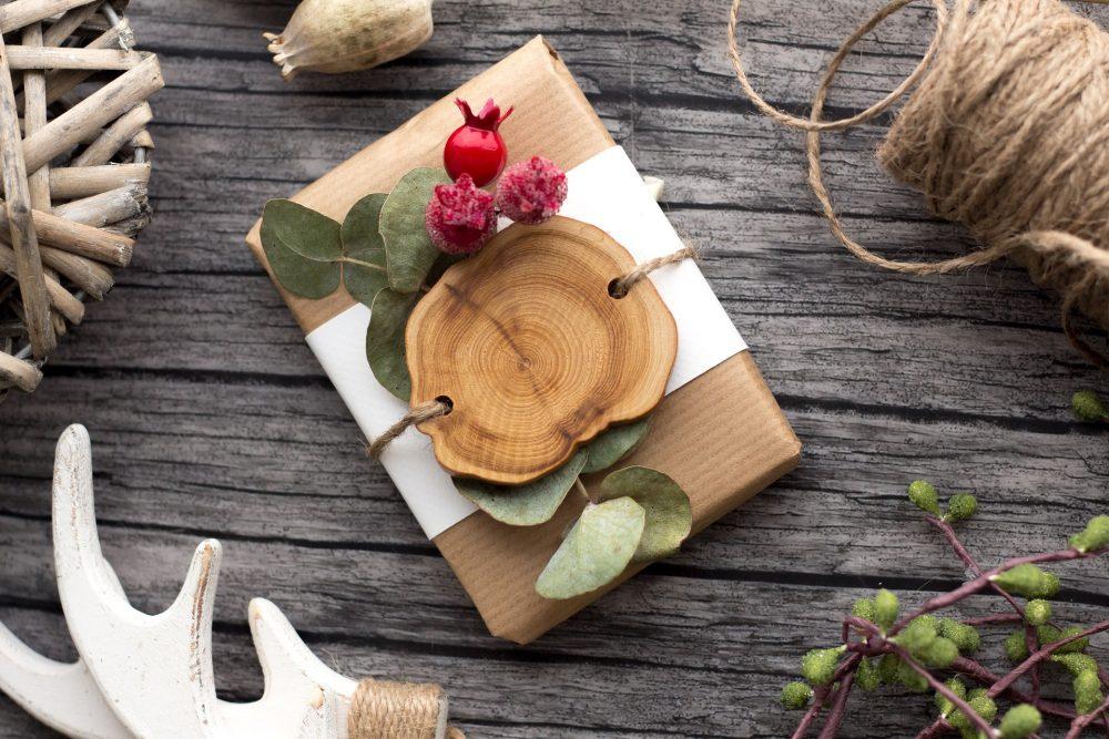 Pomysły na prezenty z drewna: gadżety i ozdoby z drewna