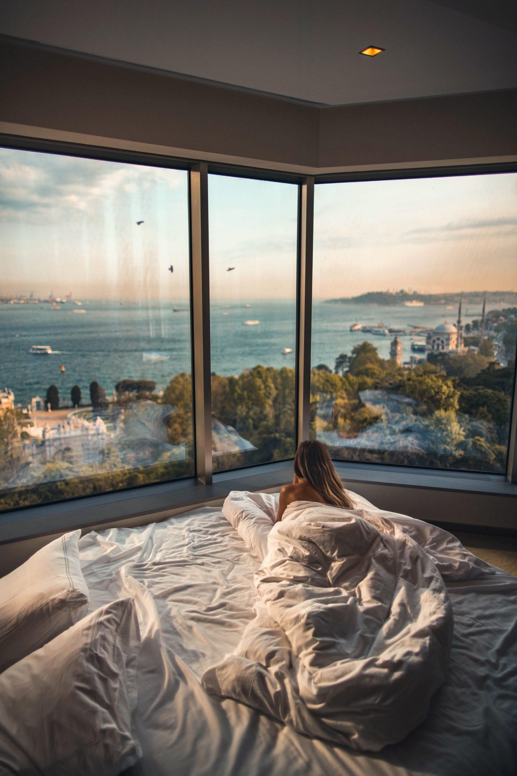 Piękny widok z okna w sypialni