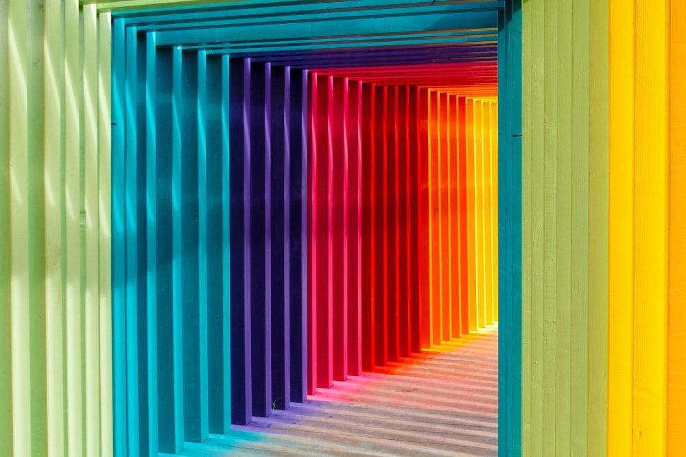 Kolorowo czy pastelowo - zobacz nasze zestawienie obu trendów wnętrzarskich