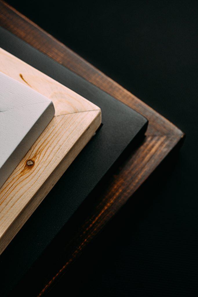 Drewno i płyta - materiały na meble